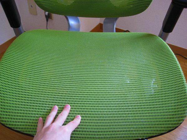 Contessa(コンテッサ)のメッシュ素材の背と座面